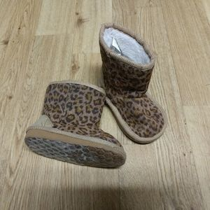 Toddler size 5 leopard print boots